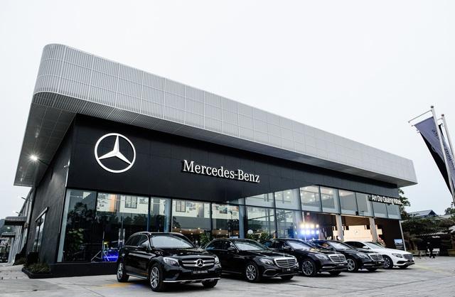 Mercedes-Benz ngày càng bỏ xa BMW về số lượng đại lý tại Việt Nam - Ảnh 1.