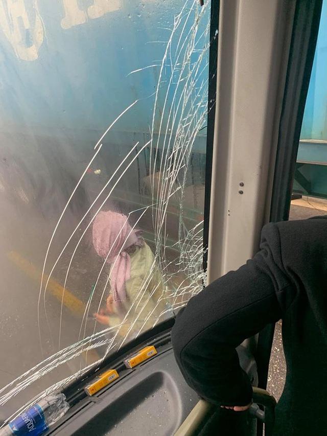 Xôn xao câu chuyện tài xế container để xe khách mất phanh đâm vào sườn xe, cứu 20 người thoát cửa tử - Ảnh 1.
