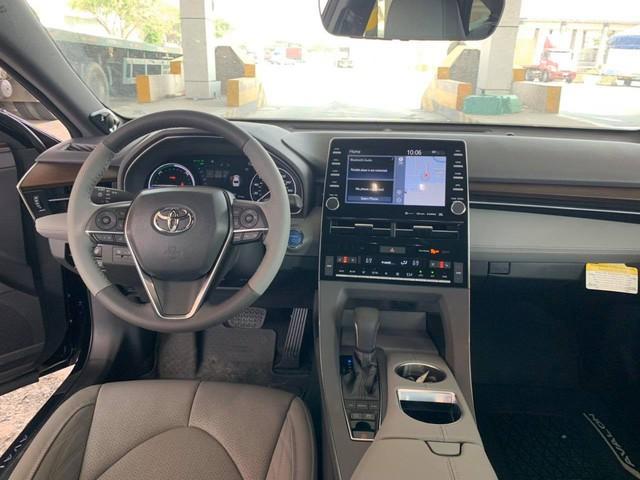 Toyota Avalon Hybrid Limited 2020 đầu tiên tại Việt Nam - đàn anh Camry giá gần 4 tỷ đồng - Ảnh 3.