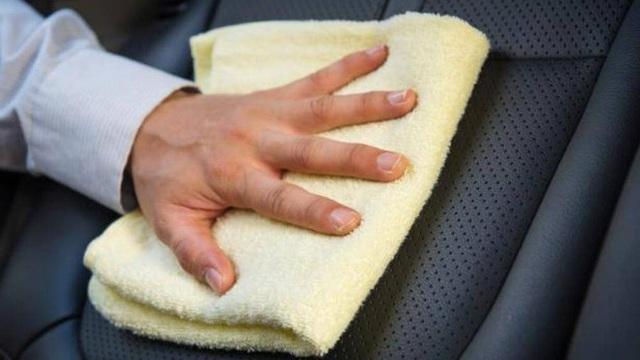 Một số mẹo đơn giản làm sạch nội thất xe ô tô - Ảnh 4.