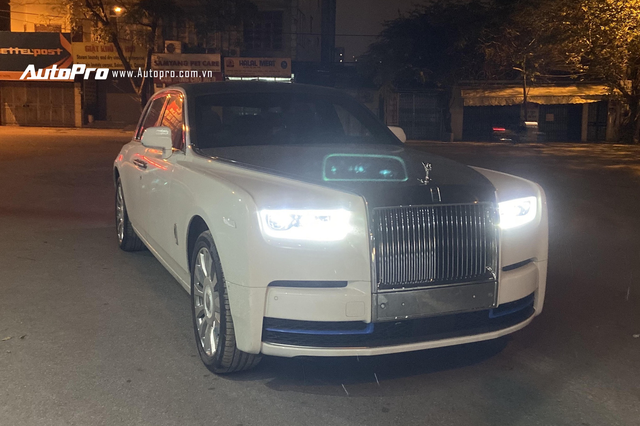 Rolls-Royce Phantom VIII thứ 2 về Việt Nam lộ nội thất Bespoke với màu sắc tương phản diện mạo bên ngoài - Ảnh 1.