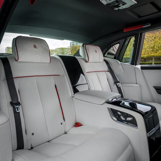 Đỉnh cao chế tác xe: Rolls-Royce Phantom rắc bụi pha lê làm sơn 5 lớp, mỗi lớp đánh bóng 5 tiếng - Ảnh 9.