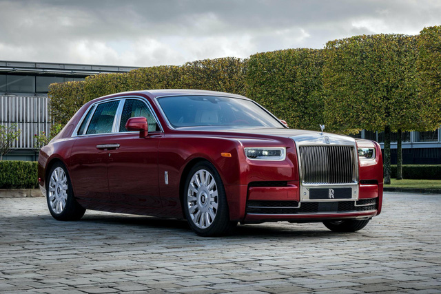 Đỉnh cao chế tác xe: Rolls-Royce Phantom rắc bụi pha lê làm sơn 5 lớp, mỗi lớp đánh bóng 5 tiếng - Ảnh 1.