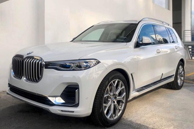 BMW X7 chính hãng hạ giá hàng trăm triệu đồng trước sự cạnh tranh của xe nhập tư 'giá rẻ' - Ảnh 1.