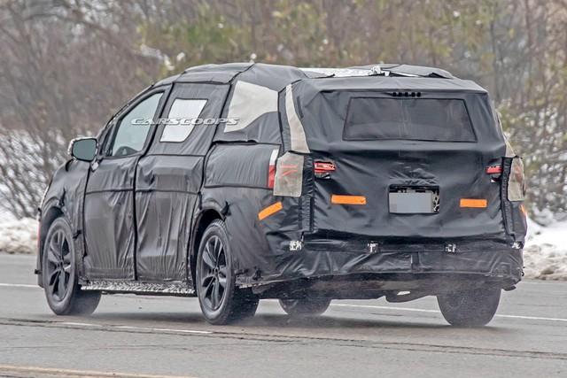 Toyota Sienna đời mới tiếp tục chạy thử, hứa hẹn lớn hơn, tiện dụng hơn - Ảnh 3.