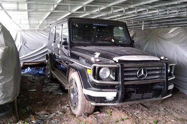 Xót xa nhìn loạt xe Mercedes-Benz đắt đỏ bị vứt xó ở Hà Nội - Ảnh 6.