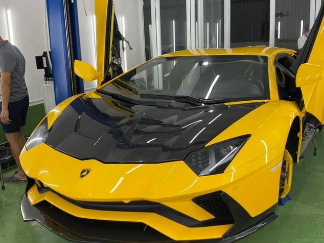 Chi trăm triệu độ pô nhưng vẫn chưa thoả mãn, đại gia Hoàng Kim Khánh tiếp tục nâng cấp vẻ ngoài cho Lamborghini Aventador S giá 40 tỷ đồng - Ảnh 1.