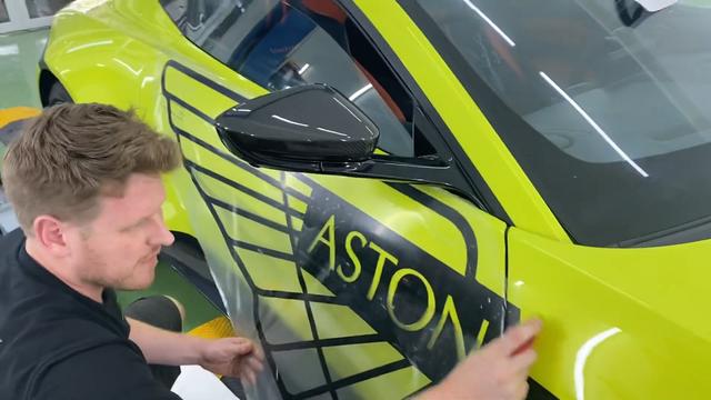 Aston Martin V8 Vantage độc nhất Việt Nam của đại gia Hoàng Kim Khánh nổi bật hơn với chi tiết này - Ảnh 2.