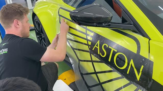 Aston Martin V8 Vantage độc nhất Việt Nam của đại gia Hoàng Kim Khánh nổi bật hơn với chi tiết này - Ảnh 3.