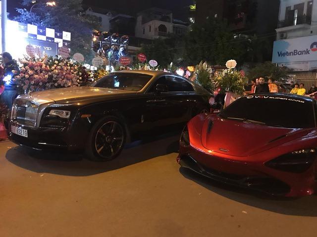 Ca sĩ Tuấn Hưng cầm lái Ferrari 488 GTB cùng dàn siêu xe triệu USD tụ họp mừng khai trương cửa hàng của đại gia đồng hồ - Ảnh 1.