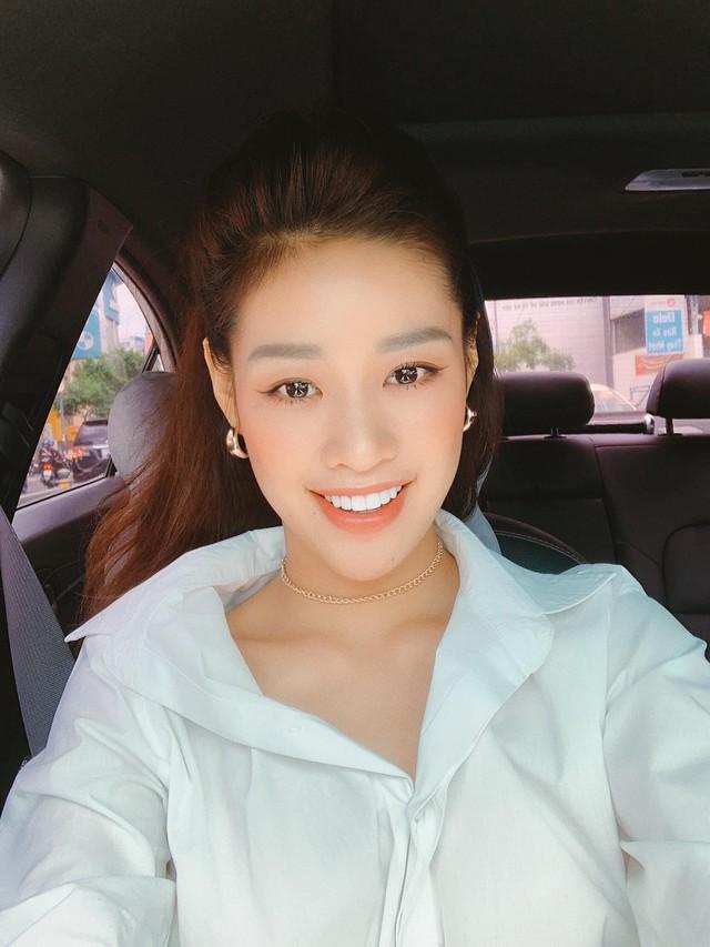 Được tặng xe Mercedes tiền tỷ nhưng đây mới là hai chiếc 'xe cỏ' gắn bó với tân Hoa hậu Hoàn vũ Nguyễn Trần Khánh Vân - Ảnh 1.