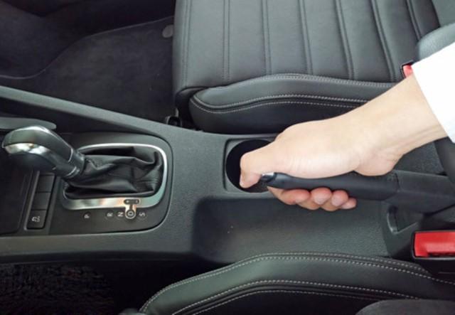 Kỹ năng đỗ xe an toàn trên đường dốc - Ảnh 3.
