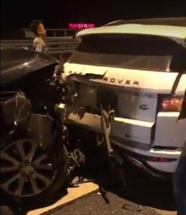 Vụ 2 xe Range Rover va chạm trên cao tốc Hà Nội - Hải Phòng: Trang phục của người phụ nữ bỗng gây chú ý - Ảnh 1.