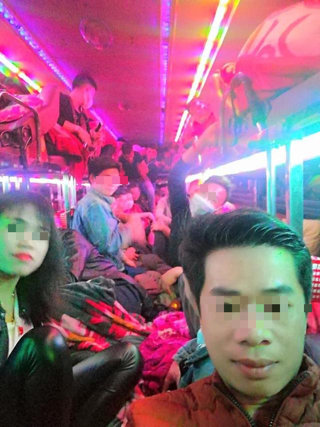 Sau Tết, nhiều xe khách nhồi nhét người quá tải trên hành trình từ quê trở lại thành phố - Ảnh 4.