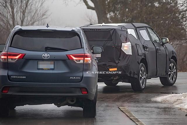 Cạnh tranh Ford Explorer, Toyota Highlander 2020 chạy thử cùng... Mazda CX-9 - Ảnh 4.