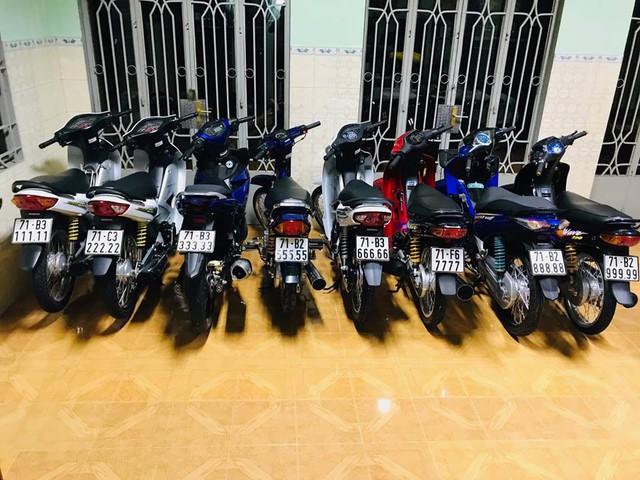 Đây là bộ sưu tập xe máy biển ngũ quý bạc tỷ của dân chơi Bến Tre và Đồng Nai nhưng loại xe mới gây chú ý - Ảnh 1.