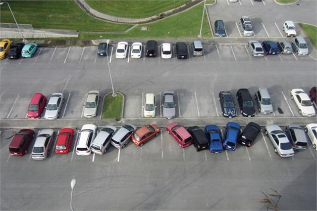 18 pha đỗ xe ngang trái khiến người xem sôi máu - Ảnh 5.