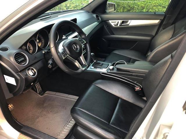 8 năm tuổi, Mercedes-Benz C300 AMG chỉ đắt hơn Toyota Vios mới 90 triệu đồng - Ảnh 4.