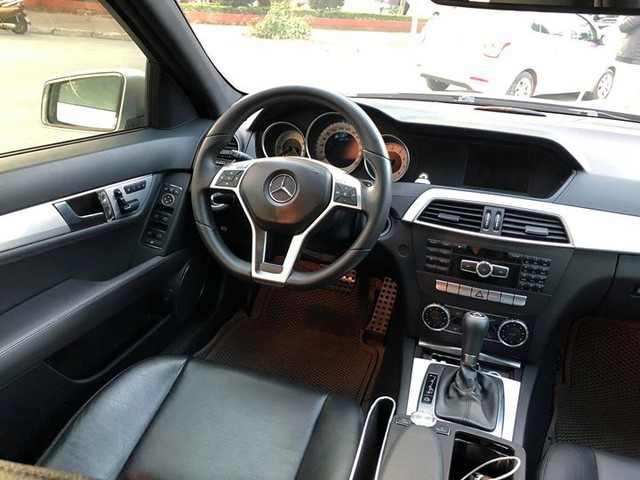 8 năm tuổi, Mercedes-Benz C300 AMG chỉ đắt hơn Toyota Vios mới 90 triệu đồng - Ảnh 5.