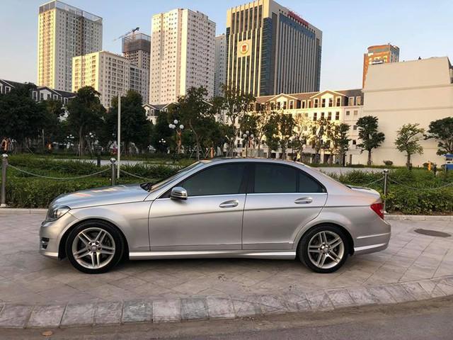 8 năm tuổi, Mercedes-Benz C300 AMG chỉ đắt hơn Toyota Vios mới 90 triệu đồng - Ảnh 2.