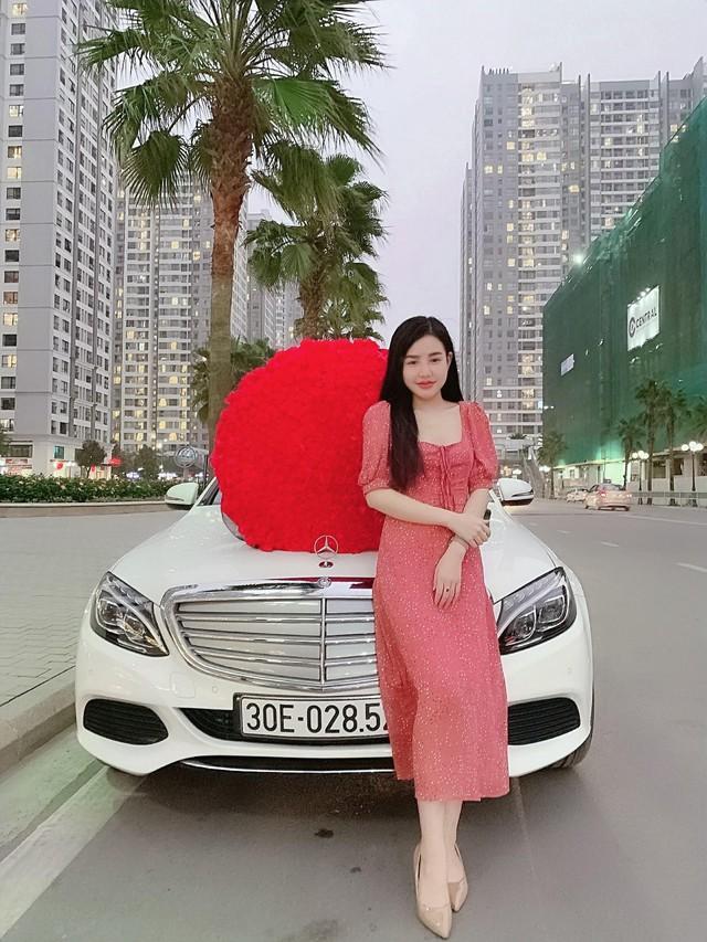 Soái ca 1997 lái Mercedes-Benz C250 Exclusive quỳ gối tặng 999 bông hồng cho cô gái giống Hoa hậu Đại dương nhân ngày Valentine - Ảnh 6.
