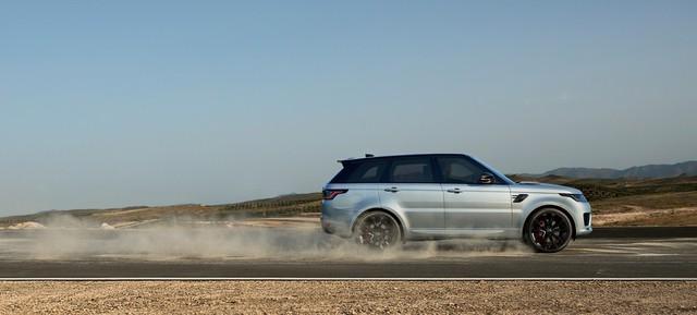 Hàng hot Range Rover Sport HST ra mắt nhưng Land Rover lại khiến khách Việt tiu nghỉu - Ảnh 1.
