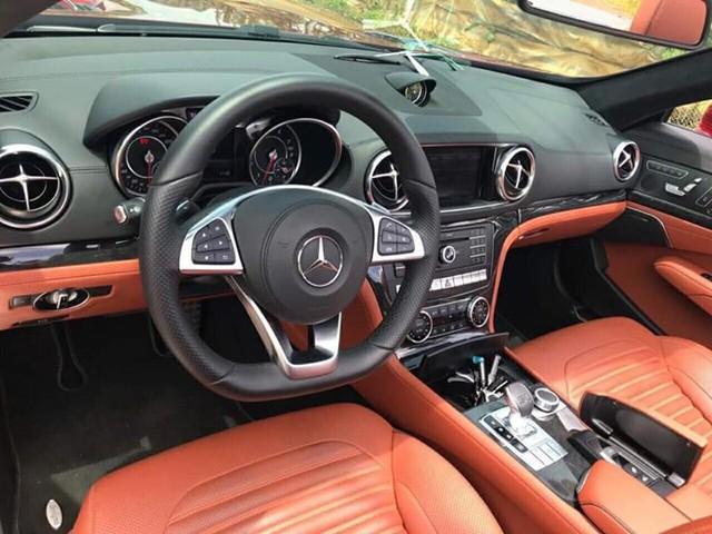 Cần bán gấp, Mercedes SL400 liên tục giảm giá vài trăm triệu trên chợ xe cũ - Ảnh 4.