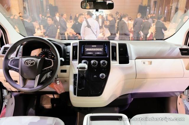 Ra mắt Toyota Hiace 2019 - tiểu Alphard cạnh tranh Ford Transit - Ảnh 5.