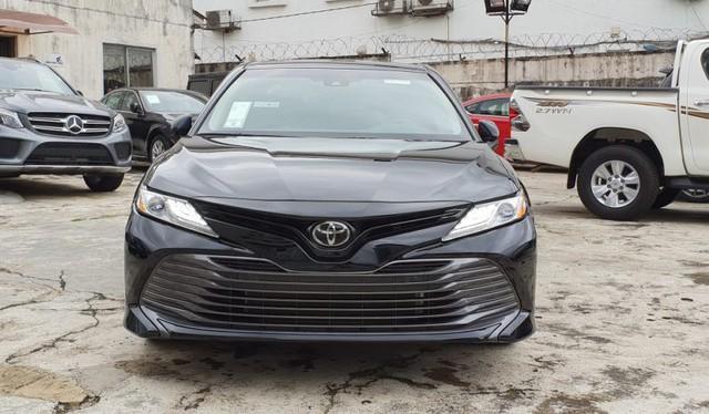 Cùng giá 2,5 tỷ đồng, chọn Toyota Camry XLE 2019 hàng độc hay Lexus ES250 2019 chính hãng? - Ảnh 8.