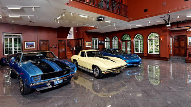 Những garage xe đáng mơ ước nhất thế giới
