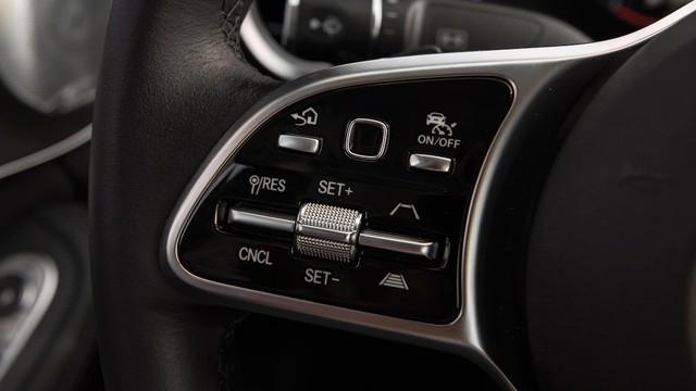 Đánh giá Mercedes-Benz C-Class 2019: Điều gì khiến nhà giàu Việt mong chờ đến vậy? - Ảnh 6.
