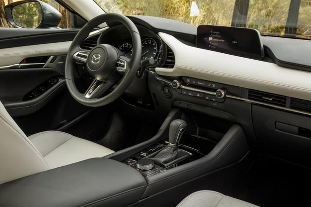 Mazda3 2019 vẫn sử dụng màn hình cùi bắp và lời giải thích bất ngờ từ Mazda - Ảnh 1.