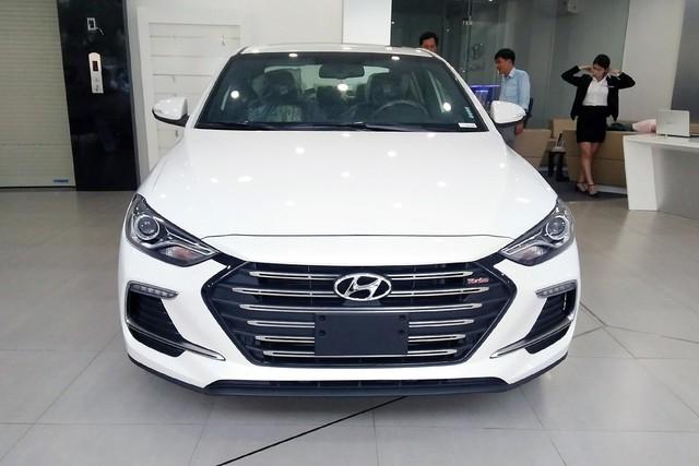Đón đầu phiên bản mới, Hyundai Elantra giảm giá cho khách Việt tại đại lý - Ảnh 1.