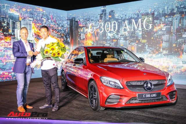 Cầu thủ Anh Đức muốn mua C-Class 2019, ca sĩ Ngô Kiến Huy đã chốt luôn một chiếc trong 'một nốt nhạc' - Ảnh 2.