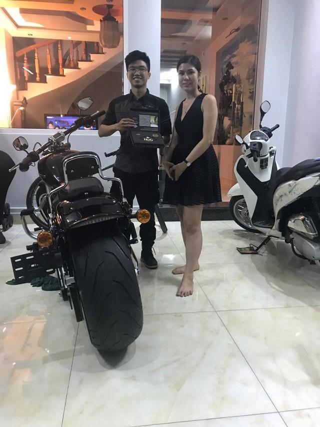 Người vợ của năm 2019: Bắt xe khách và Grab, lặn lội hàng trăm km mua Harley-Davidson tiền tỷ tặng chồng - Ảnh 2.