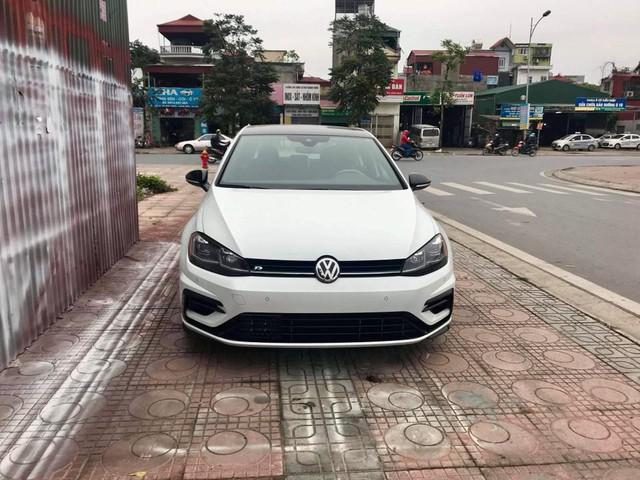 Volkswagen Golf R đời mới bất ngờ xuất hiện tại Việt Nam: Khi nhà giàu muốn chơi hàng độc - Ảnh 1.