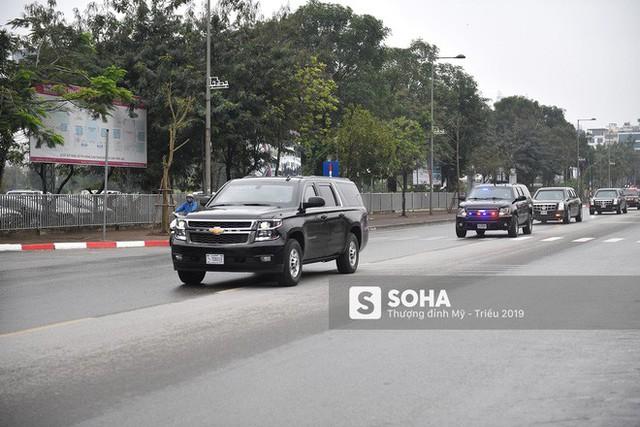 [ẢNH] Chuyên xa The Beast của TT Trump cùng dàn xe đặc chủng hầm hố trên đường phố Hà Nội - Ảnh 9.