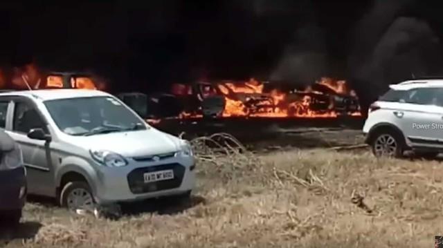 Một mẩu thuốc lá vứt sai chỗ, hàng trăm xe cháy thành tro