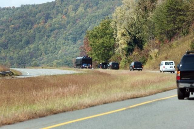 Ngắm siêu xe buýt của Tổng thống Mỹ - Ảnh 3.