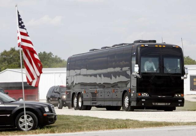 Ngắm siêu xe buýt của Tổng thống Mỹ - Ảnh 5.