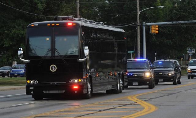 Ngắm siêu xe buýt của Tổng thống Mỹ - Ảnh 6.