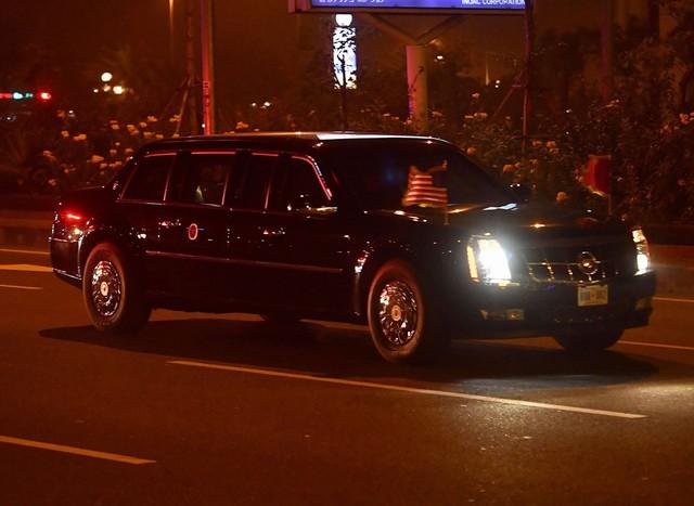 Cặp đôi The Beast đưa Tổng thống Trump về đến khách sạn JW Marriott - Ảnh 1.