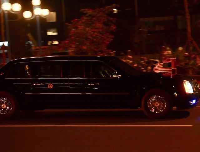 Cặp đôi The Beast đưa Tổng thống Trump về đến khách sạn JW Marriott - Ảnh 3.