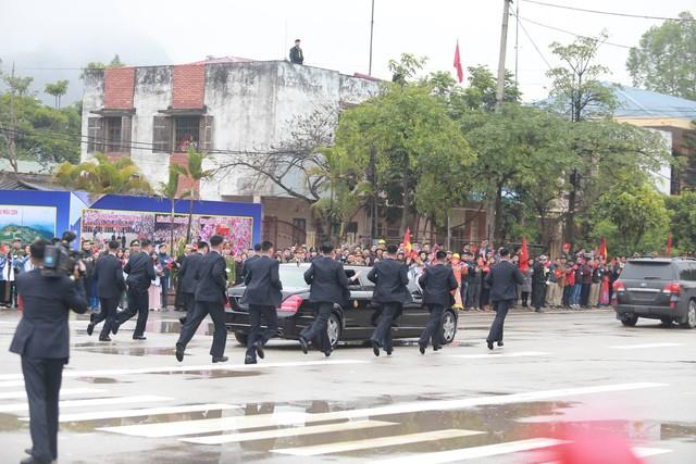 Chủ tịch Triều Tiên đến Việt Nam, chiếc Mercedes-Benz S600 Pullman Guard chống đạn cùng dàn xe chuyên dụng hộ tống - Ảnh 4.