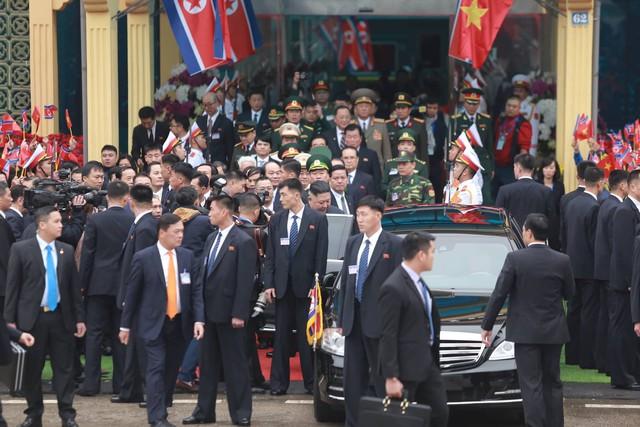 Chủ tịch Triều Tiên đến Việt Nam, chiếc Mercedes-Benz S600 Pullman Guard chống đạn cùng dàn xe chuyên dụng hộ tống - Ảnh 1.