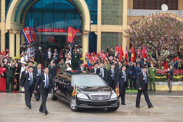 Chủ tịch Triều Tiên đến Việt Nam, chiếc Mercedes-Benz S600 Pullman Guard chống đạn cùng dàn xe chuyên dụng hộ tống - Ảnh 2.
