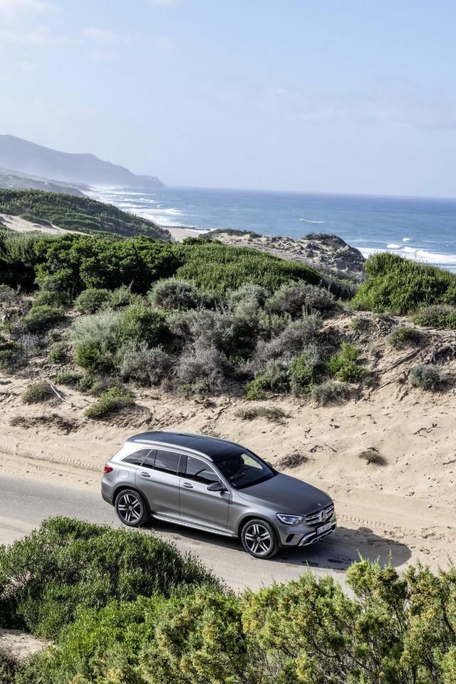Ra mắt Mercedes-Benz GLC 2020: Dùng bình mới rượu cũ để giữ đà bán chạy nhất - Ảnh 1.