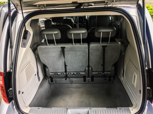 Chiếc xe Mỹ đời cũ này có 7 chỗ, sử dụng động cơ V6 nhưng giá thấp hơn cả chiếc Toyota Vios số sàn - Ảnh 13.