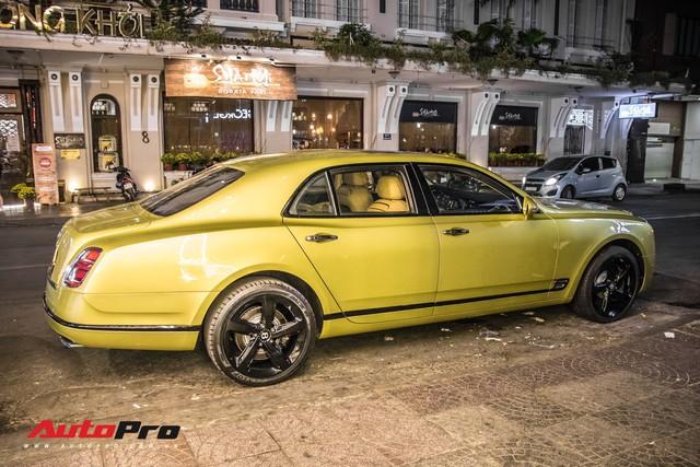 Ông chủ Đại Nam chi hơn 50 tỷ đồng mua Bentley Mulsanne EWB màu siêu độc tặng vợ dịp Tết - Ảnh 11.
