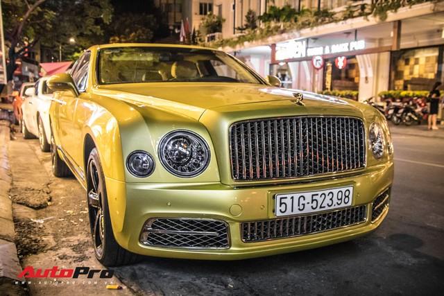 Ông chủ Đại Nam chi hơn 50 tỷ đồng mua Bentley Mulsanne EWB màu siêu độc tặng vợ dịp Tết - Ảnh 18.